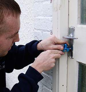 Peebles Locksmith at work